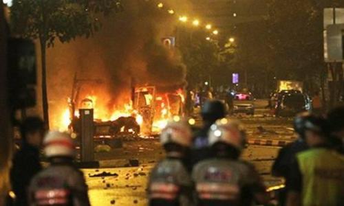 Riot-breaks-out-in-Singap-008